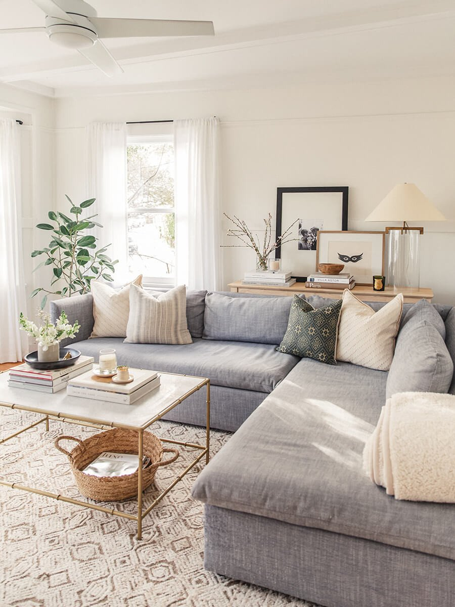 Apartment Living Room Decorating Unique Cozy and Inviting with A Corner Couch — Homebnc