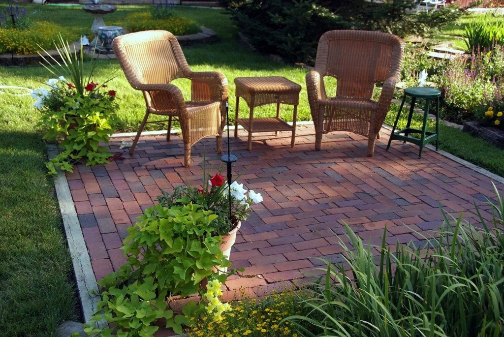 Backyard Decor On A Budget Best Of Backyard Makeovers 10 Backyard Landscaping Ideas