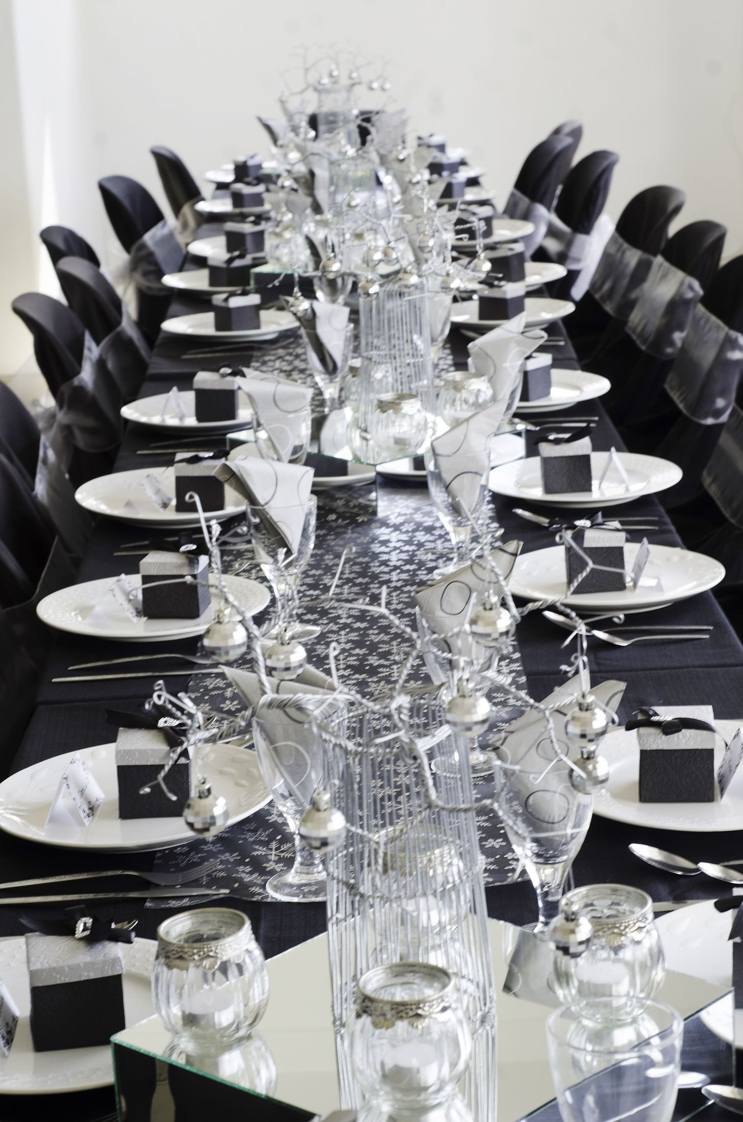 Black and Silver Table Decor Beautiful Silver and Black Christmas Table Setting Black and Silver theme