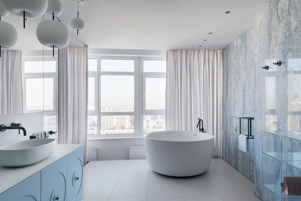 Blue and White Bathroom Decor Elegant Bold and Breezy Interiors that Mix Blue and Pink Decor with Red Accents