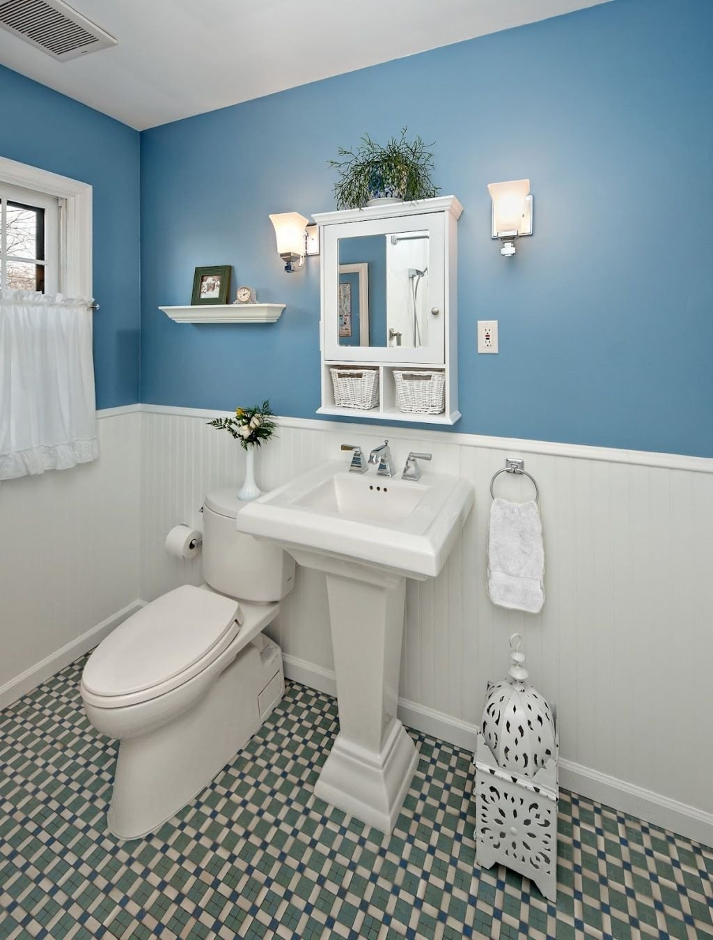 Blue and White Bathroom Decor Lovely Chic Bathroom Design with Two Color Bination Cadet Blue and White with Beauty Mirror Framing