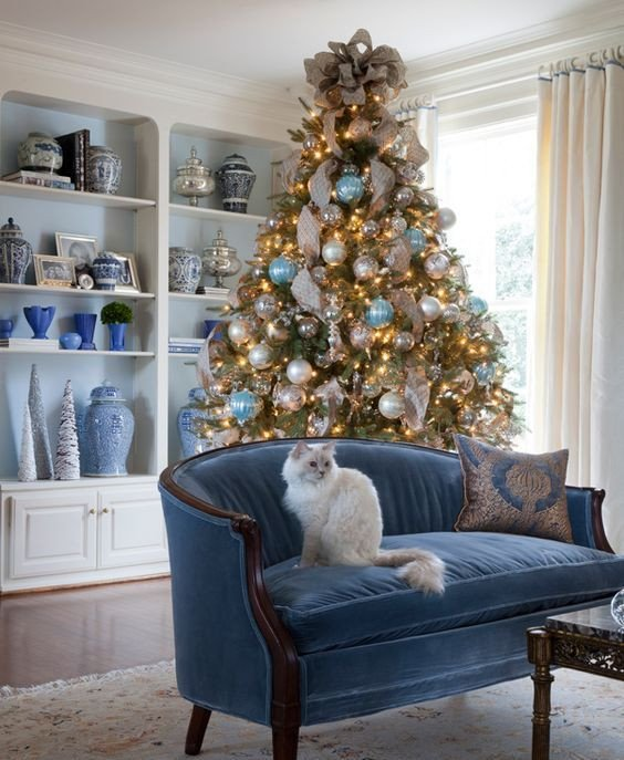 Blue and White Decor Ideas Luxury 35 Frosty Blue and White Christmas Décor Ideas Digsdigs