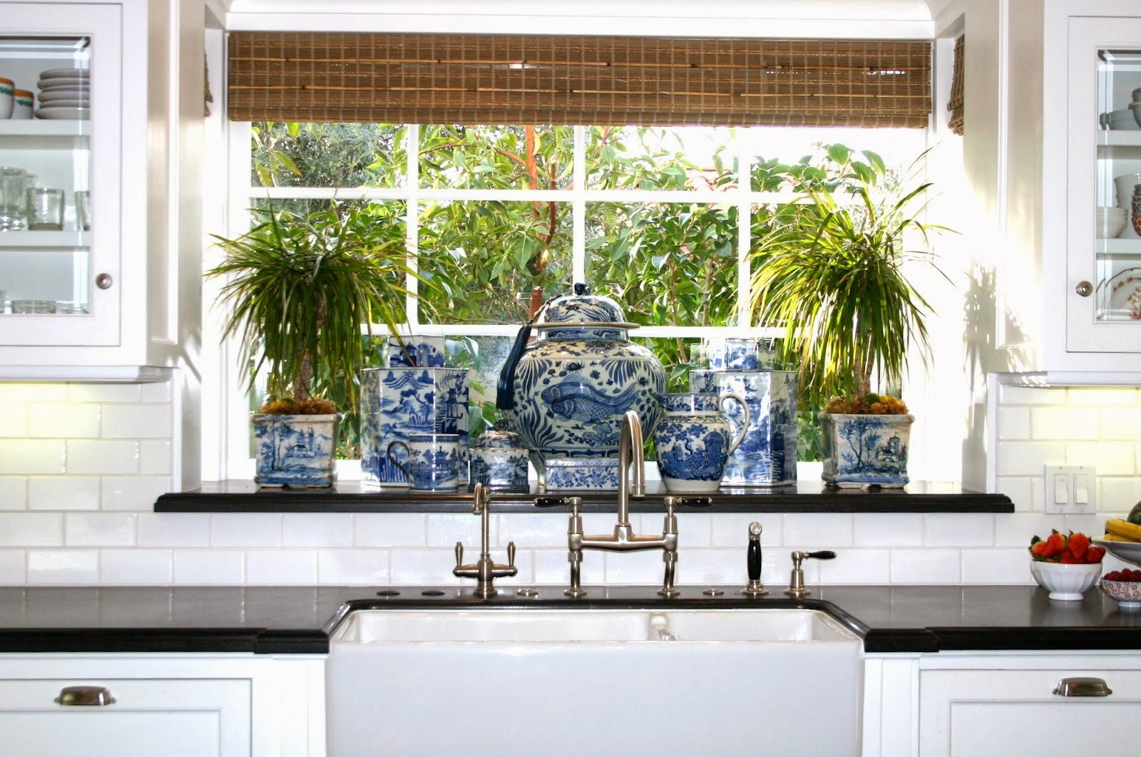 Blue and White Kitchen Decor Unique the Glam Pad 25 Classic White Kitchens with Blue & White Accessories