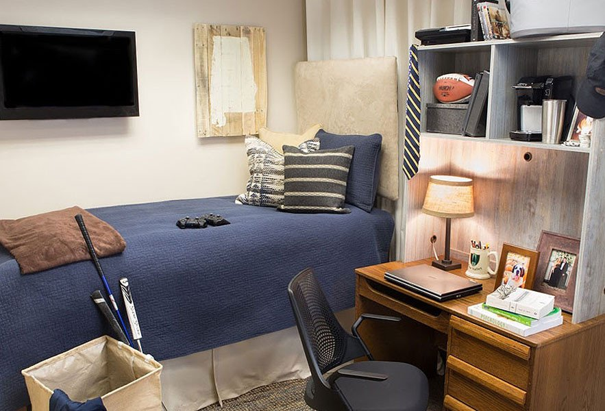 College Dorm Decor for Guys Awesome Dressing Up the Dorm Room