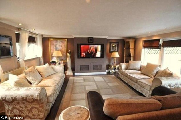 Comfortable Living Roomfor Movie Watching Elegant assault Suspect Fred Starr Puts His Four Bedroom Mansion Up for Sale for £900 000