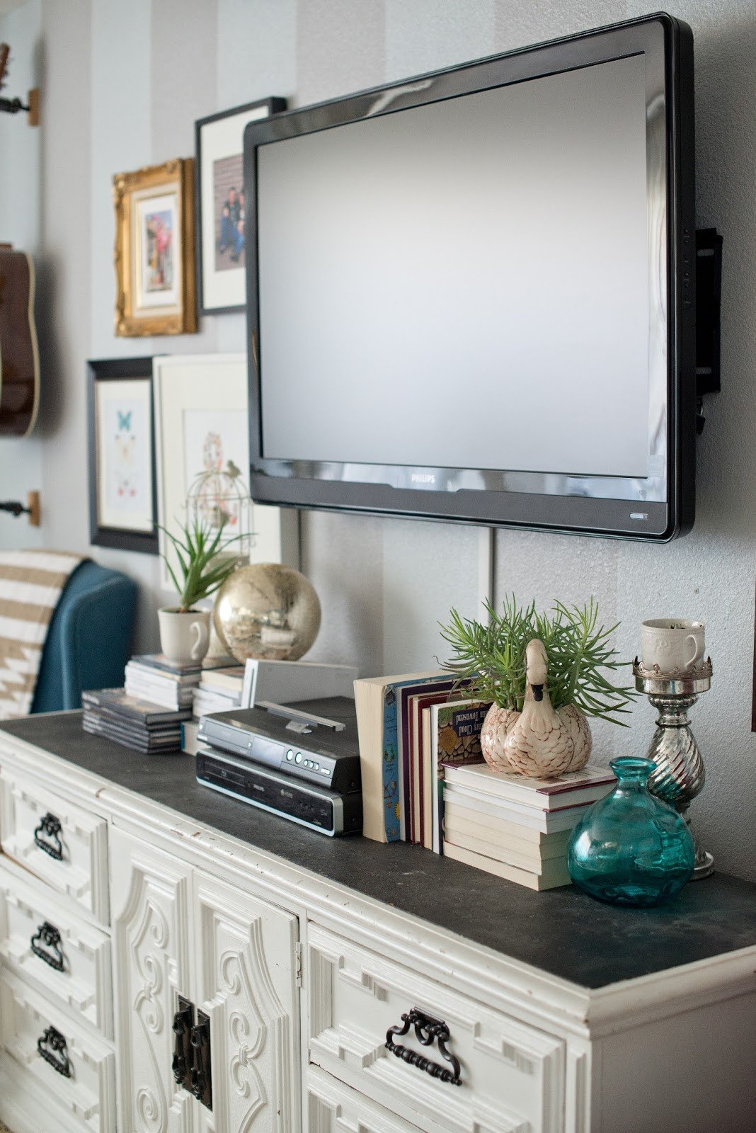 Decor Ideas for Tv Wall Unique Domestic Fashionista Styling A Modern Gallery Wall