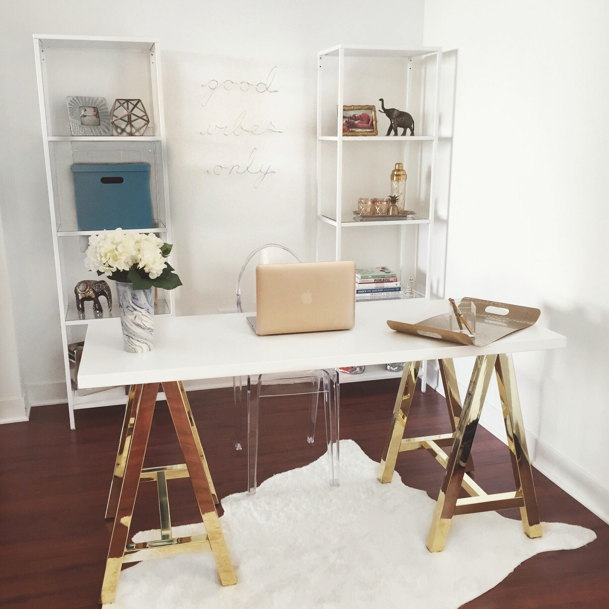 Gold and White Office Decor Beautiful White and Gold Fices An Elegant and Inspirational Workspace