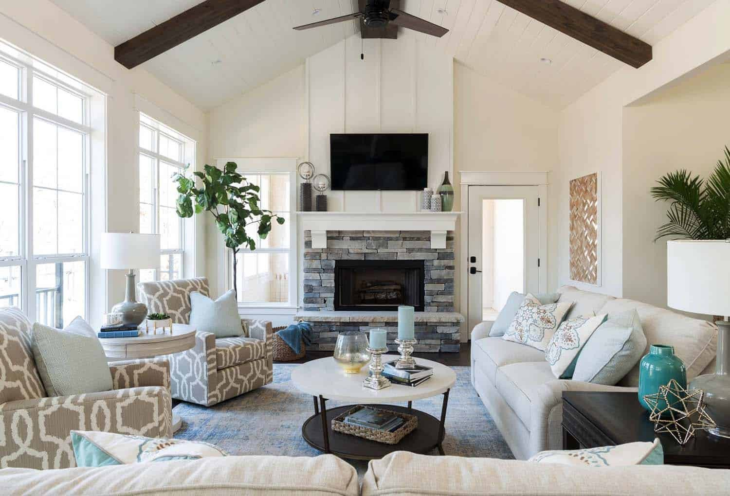Lake House Furniture and Decor New Warm and Cozy Lake House In Texas Features A Modern Twist