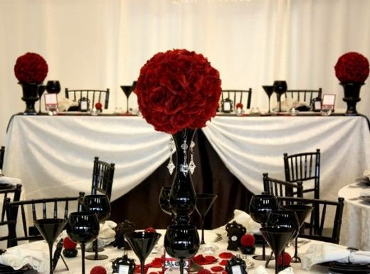 Red and Black Table Decor New Tablesetting Centerpiece Gothic Wedding Pinterest