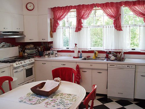 Red and White Kitchen Decor Luxury David Creates A Sunny Red and White Vintage Kitchen for His 1930 Dutch Colonial House Retro