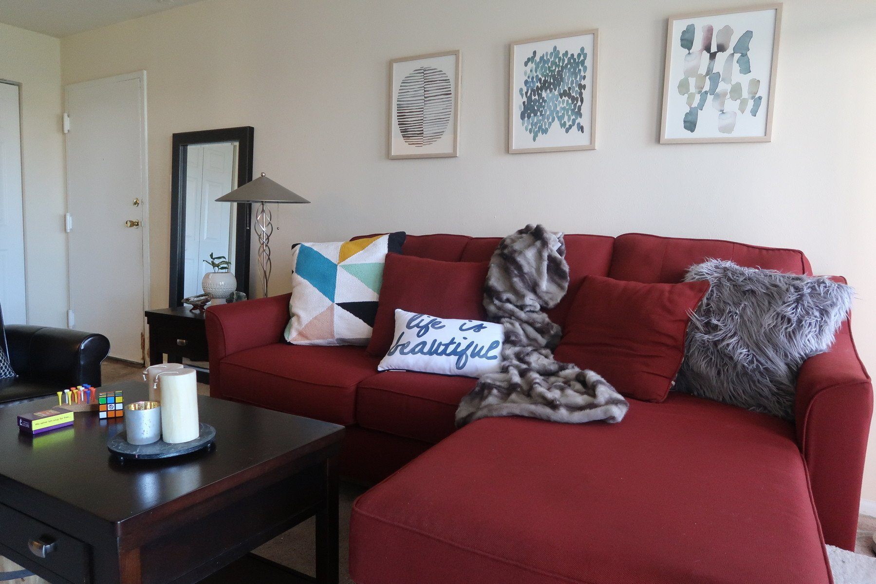 Red Couch Living Room Decor Awesome 3 Ways to Work Around A Red sofa when Styling Your Living Room Decor