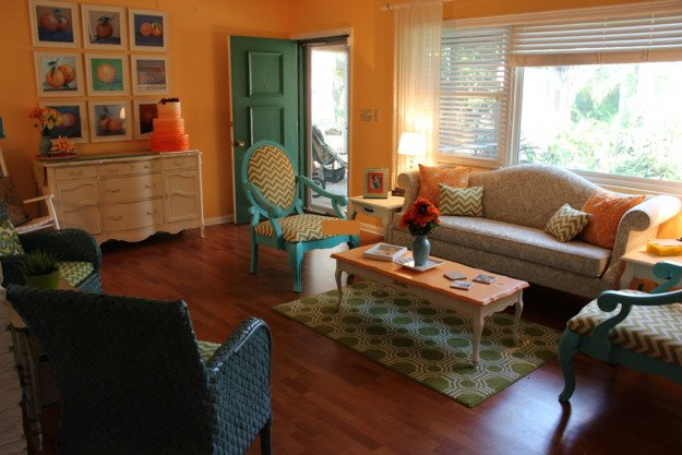 Bright & Cheery Living Room on a Bud