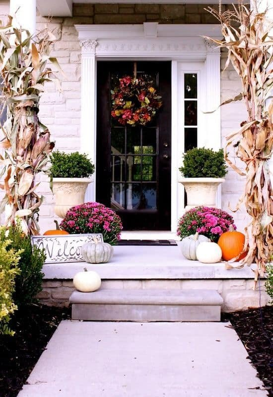 26 Mesmerizing and Wel ing Small Front Porch Design Ideas