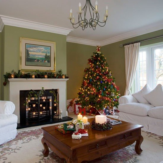 Traditional Green Living Room Elegant Traditional Green Living Room with Christmas Tree