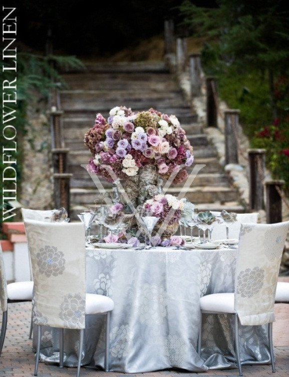 White and Silver Wedding Decor Awesome White and Silver Wedding theme Weddings Romantique