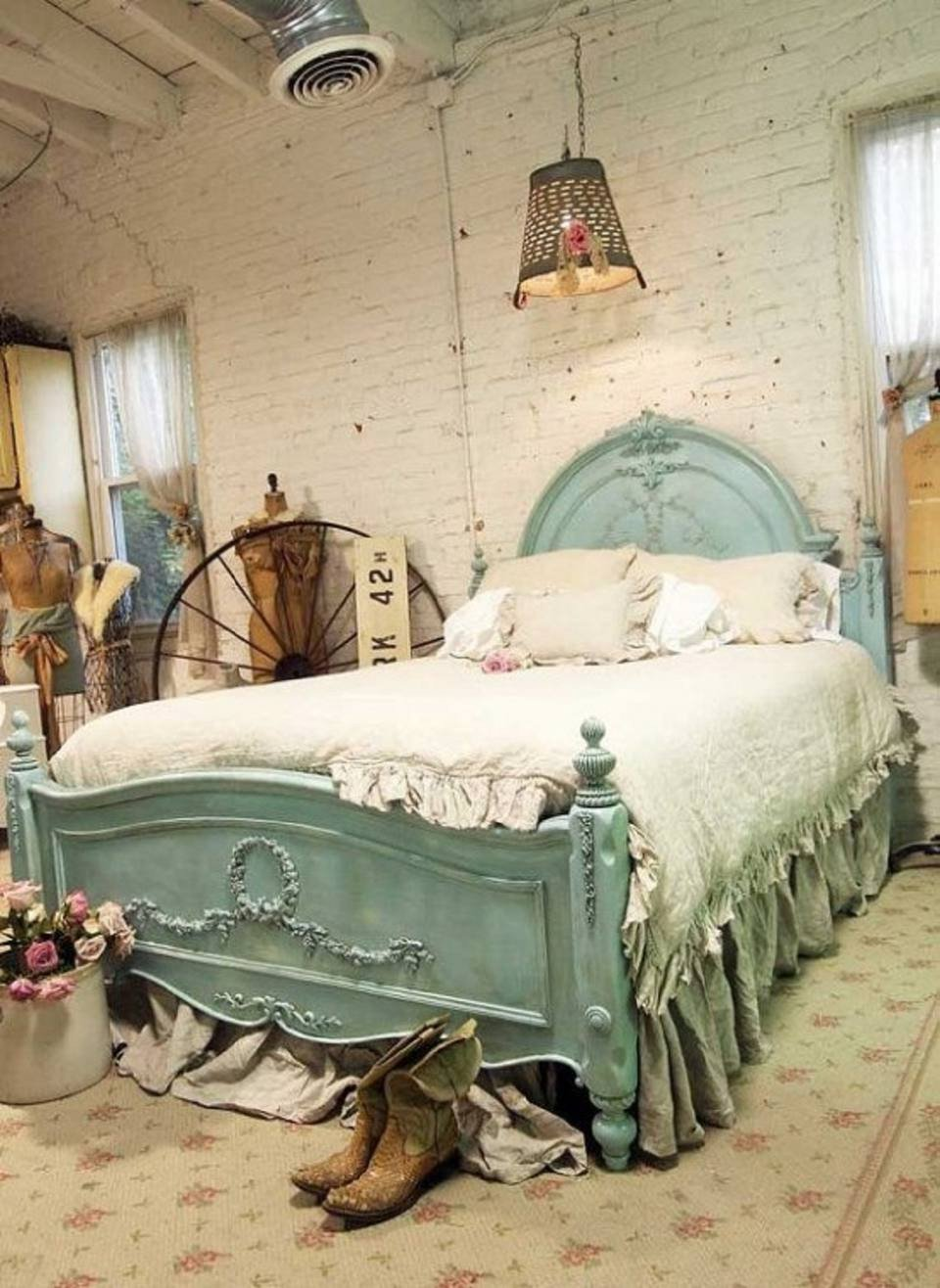 1940s Bedroom Furniture Styles Inspirational Tips and Ideas for Decorating A Bedroom In Vintage Style
