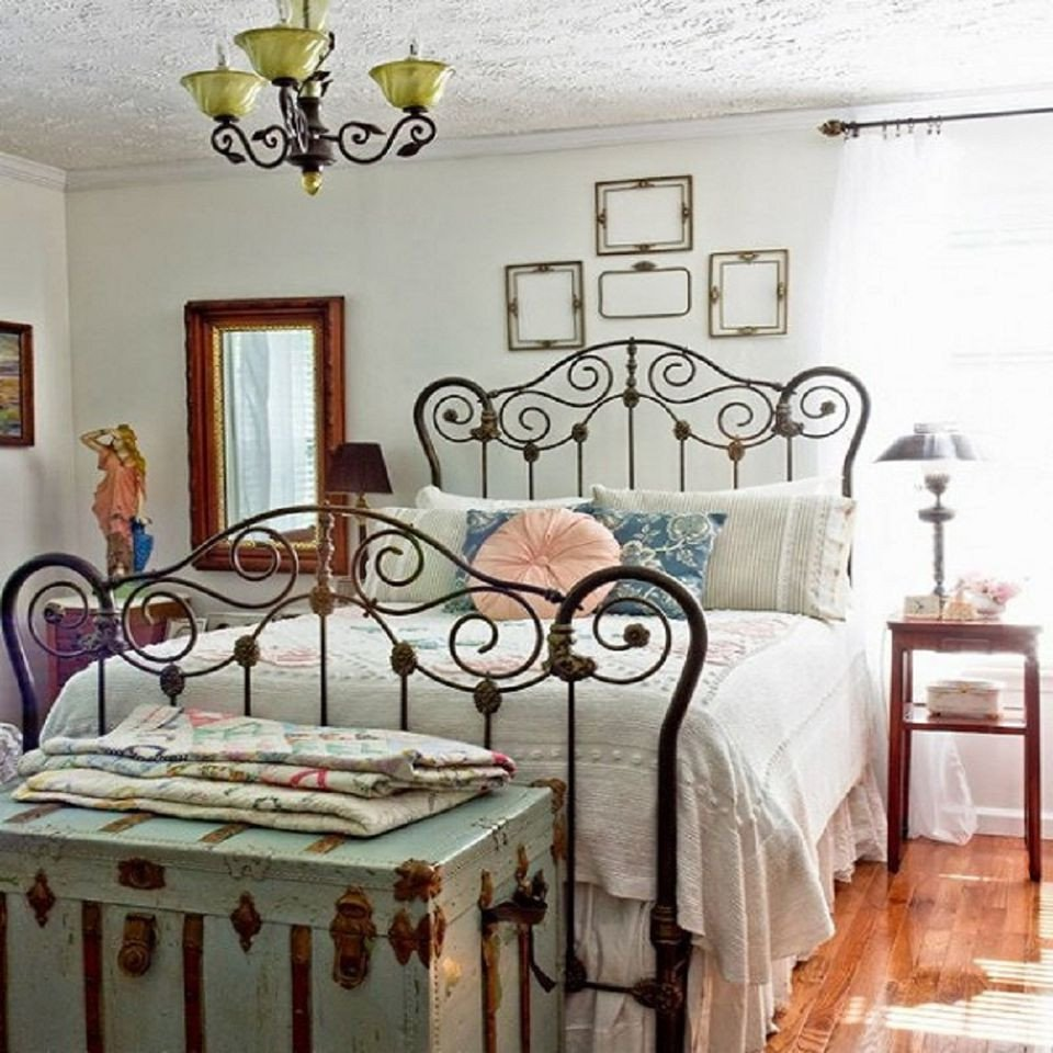 1940s Bedroom Furniture Styles Luxury Tips and Ideas for Decorating A Bedroom In Vintage Style