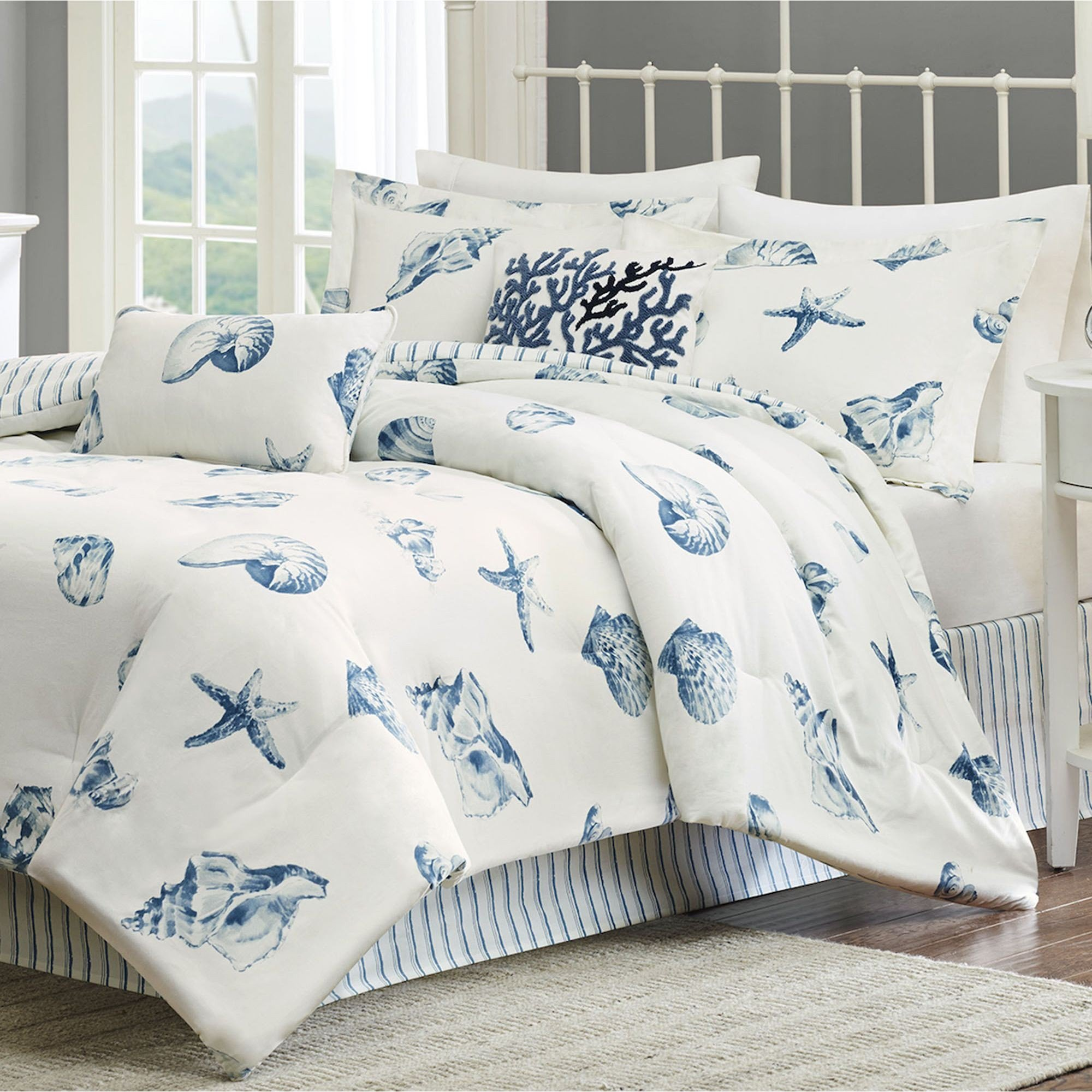 Beach themed Bedroom Accessories Elegant Breezy atmosphere In Bedroom with 3 Coastal Bedding