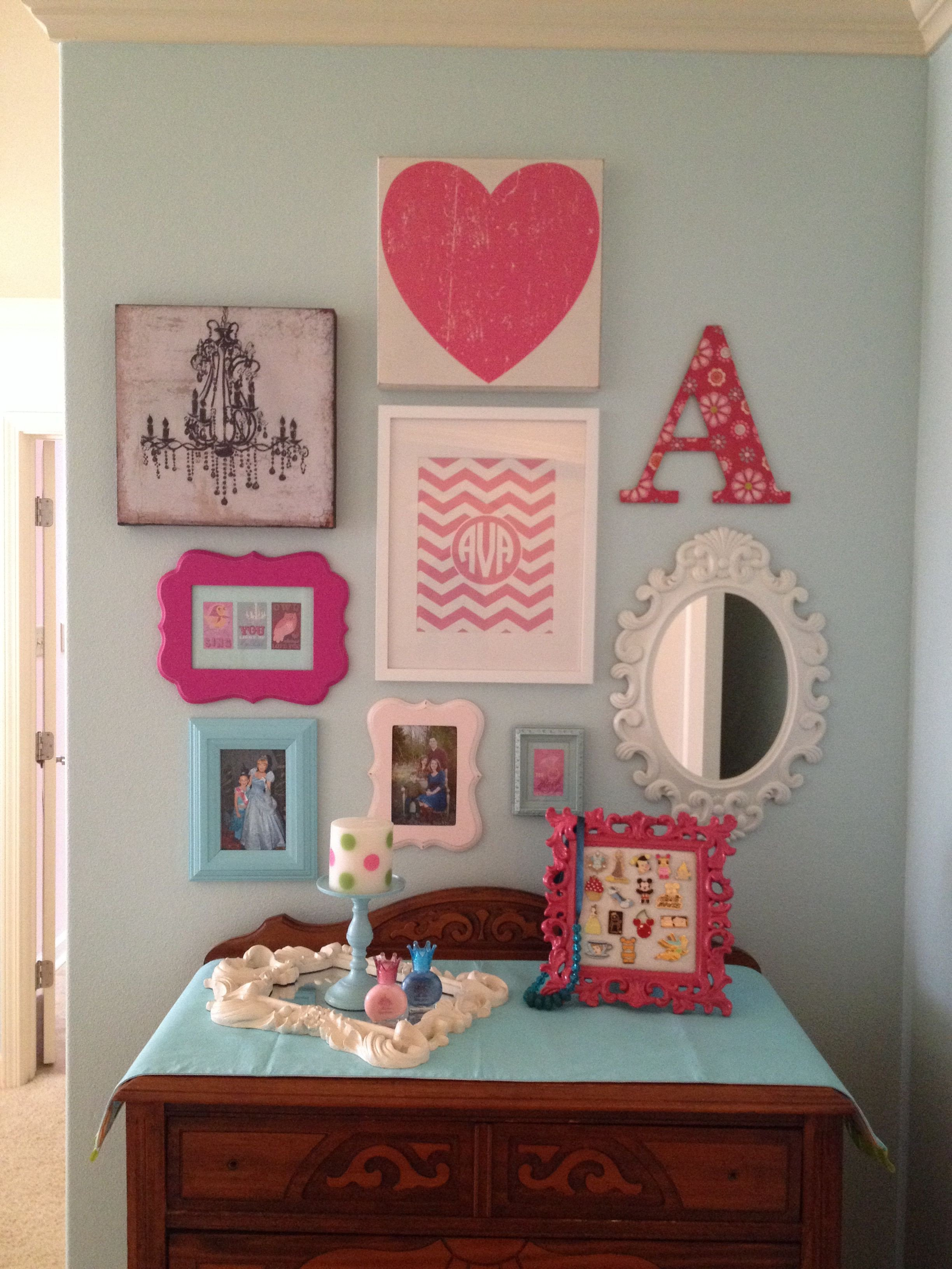 Beach themed Girls Bedroom Awesome Girls Room Gallery Wall