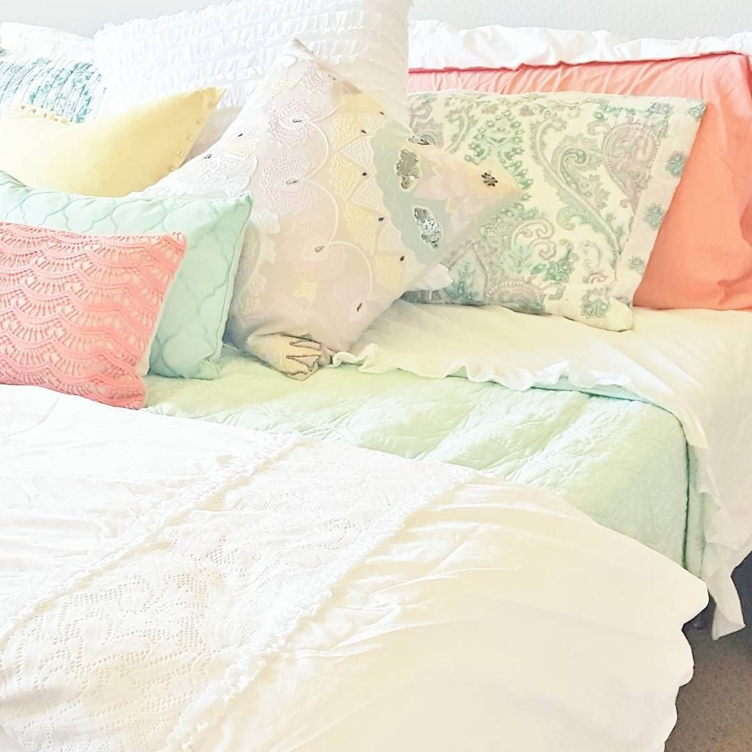 Beach themed Master Bedroom Luxury Bright and Cheery Master Bedroom Beach themed Bedroom