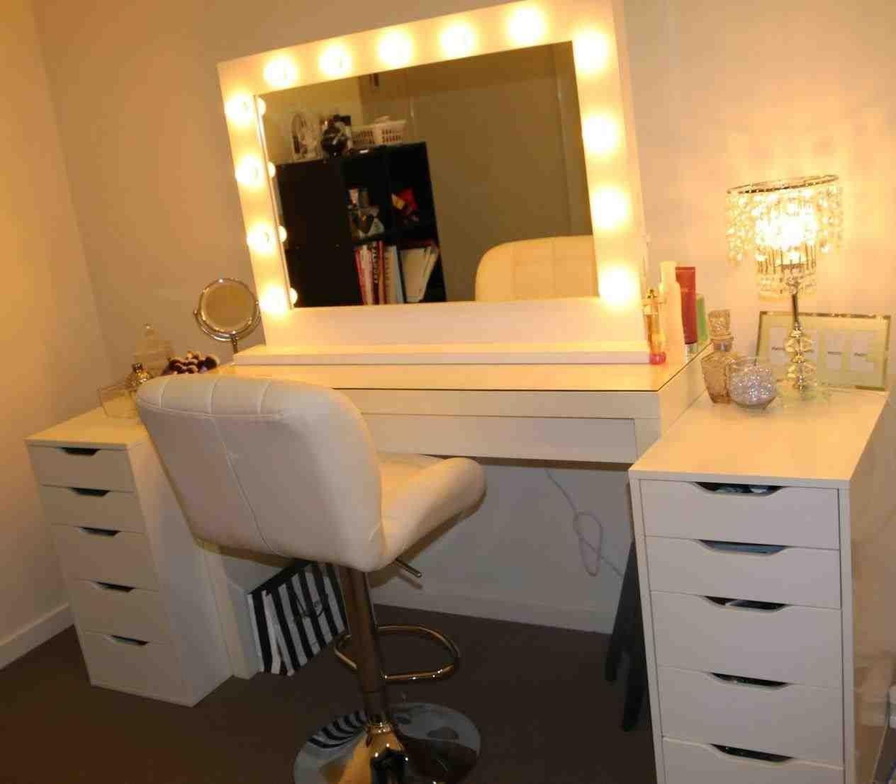 Bedroom Vanity with Light Beautiful ριитєяєѕт Bellakerz ♚