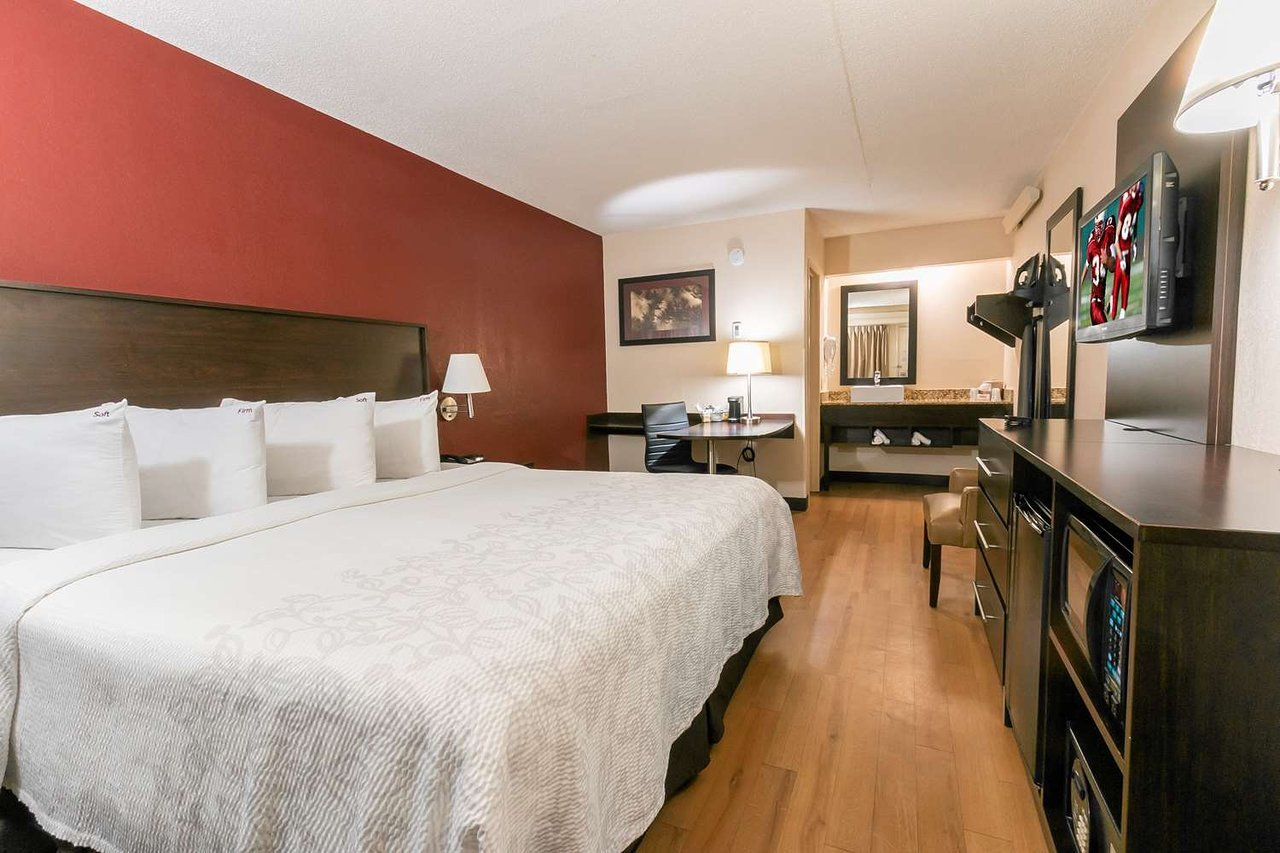 Big Lots Bedroom Furniture Beautiful Red Roof Plus Washington Dc Rockville $56 $̶8̶5̶ Prices