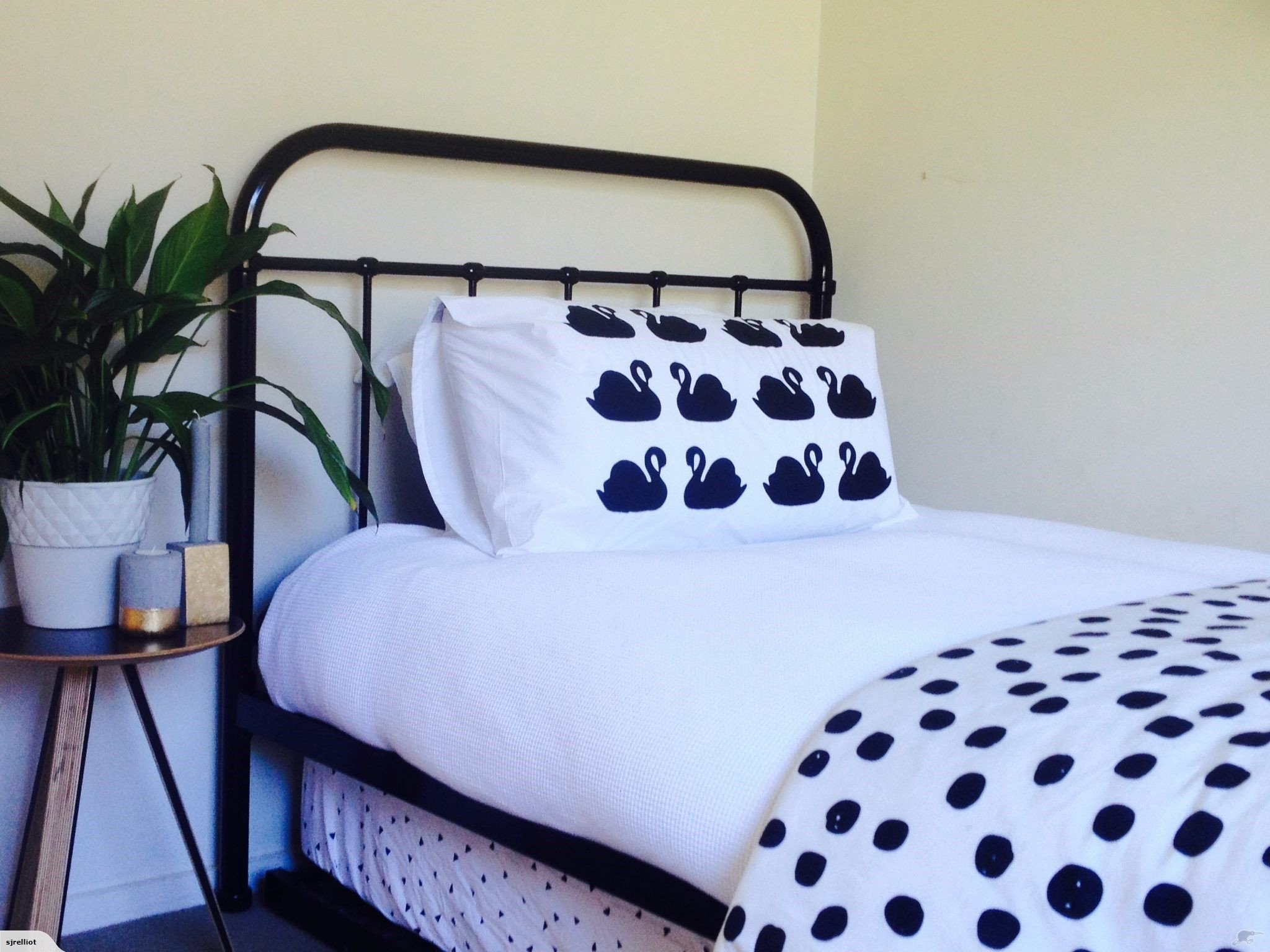 Black and White Teenage Bedroom Lovely Sale King Single Iron Metal Bed Black or White