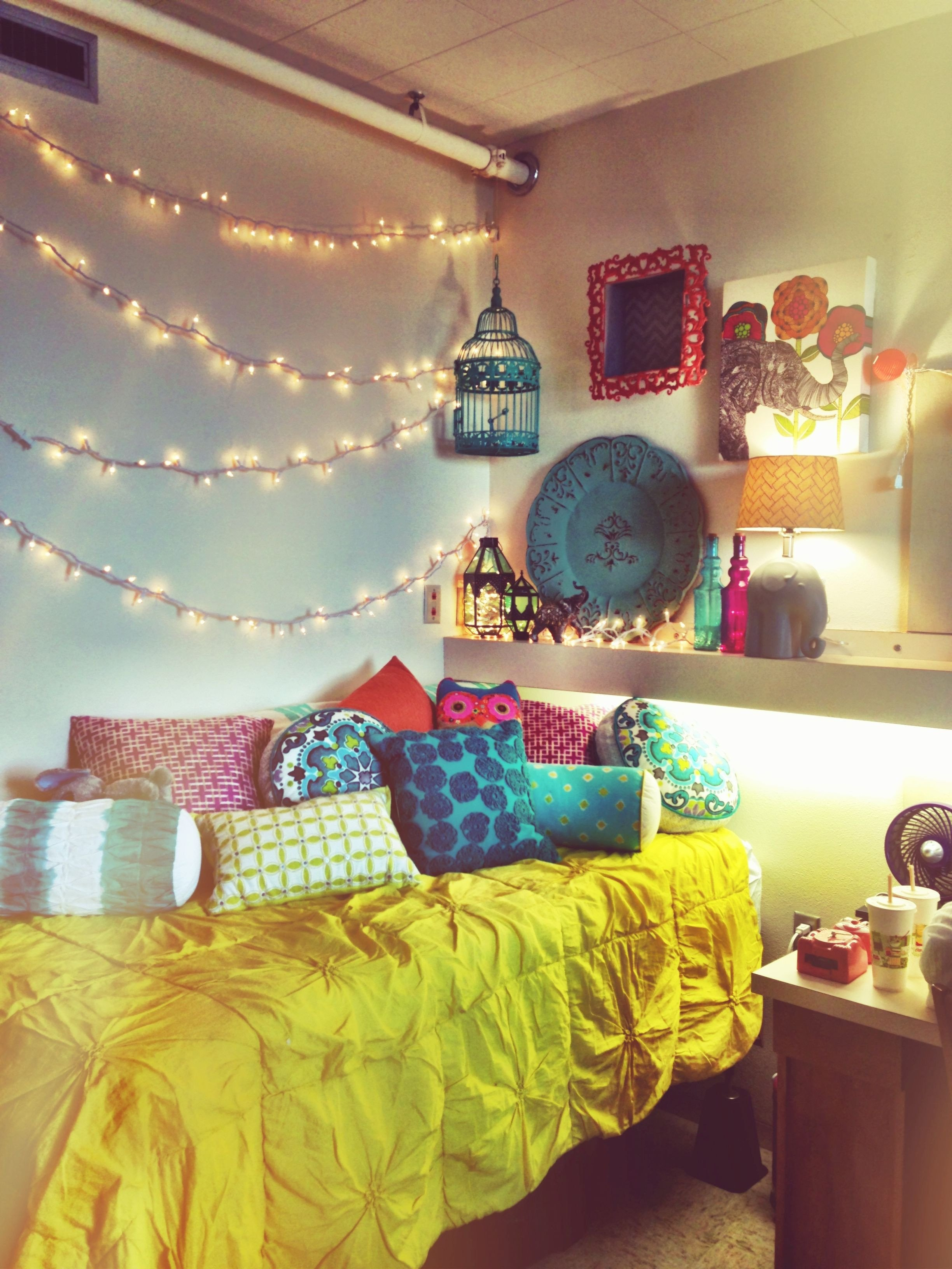 Christmas Light for Bedroom Elegant A Strand Of Christmas Lights Hung with Mand Strips and