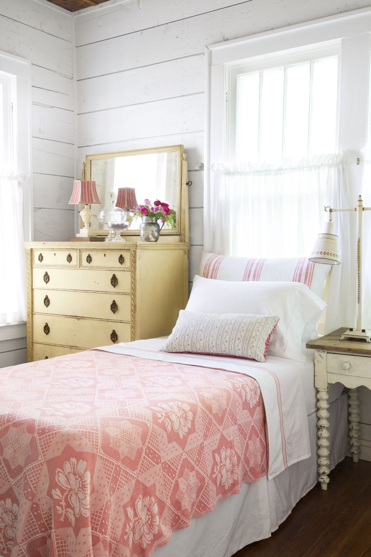 Cottage Style Bedroom Set Beautiful This Charming 1930s Texas Cottage is Packed with Vintage