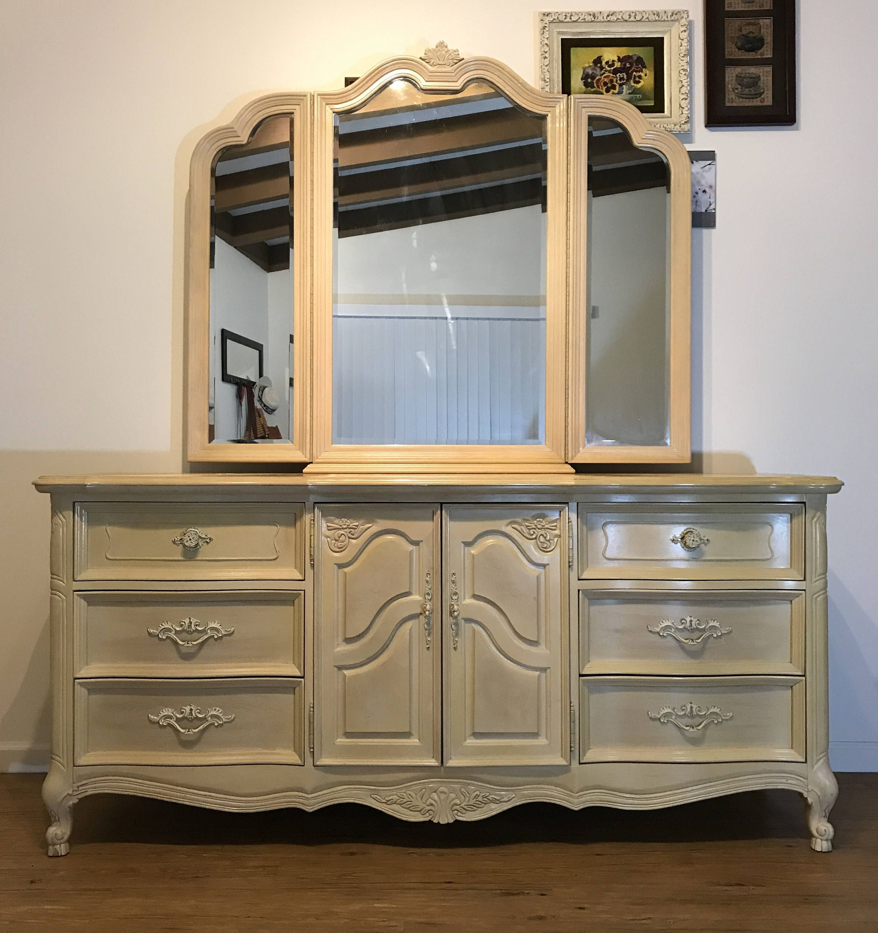 French Provincial Bedroom Furniture Luxury Gorgeous Vintage French Provincial Nine Drawer Buffet