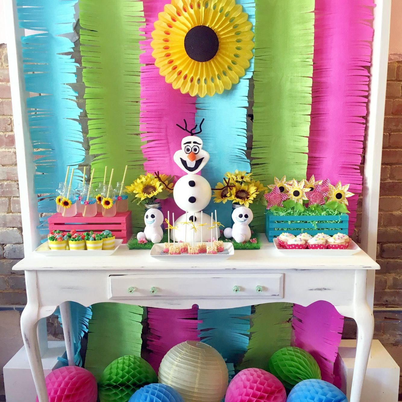 Frozen themed Bedroom Ideas Awesome Frozen Fever Dessert Table