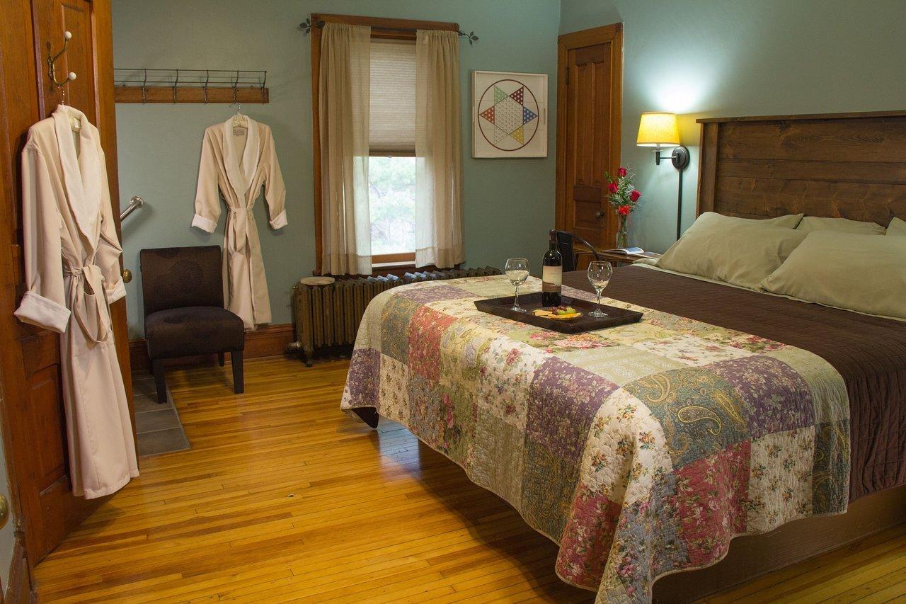 Green and Brown Bedroom Unique Pinehurst Inn Bed & Breakfast $130 $̶1̶6̶0̶ Updated 2020