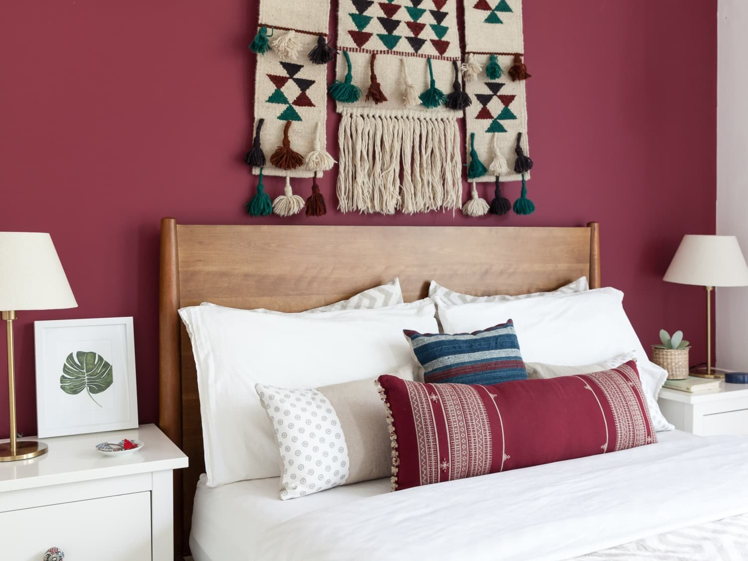 How to Decorate Bedroom Walls Lovely Ideas for What to Put Your Bed
