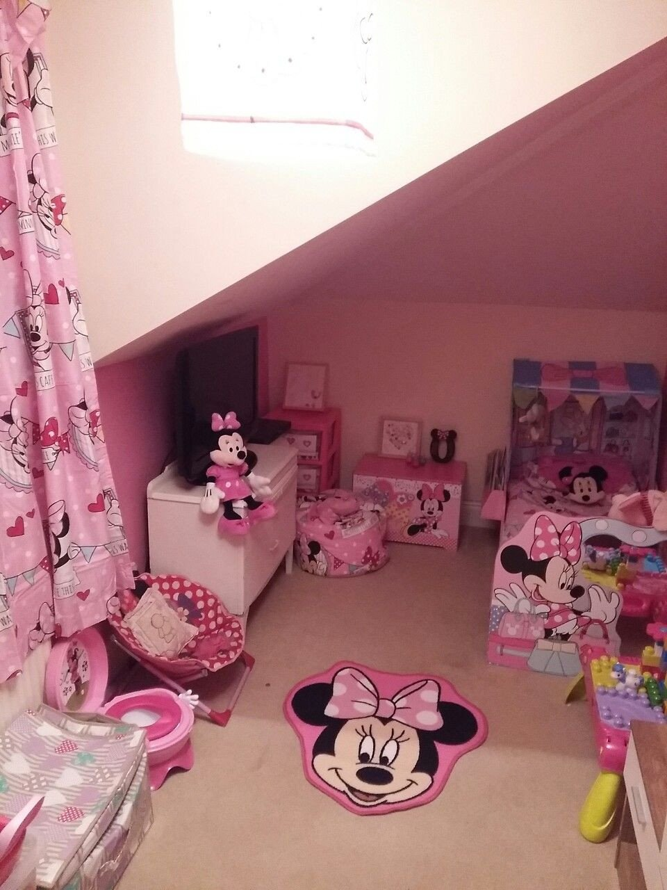Minnie Mouse Bedroom Ideas Beautiful Minnie Mouse Bedroom