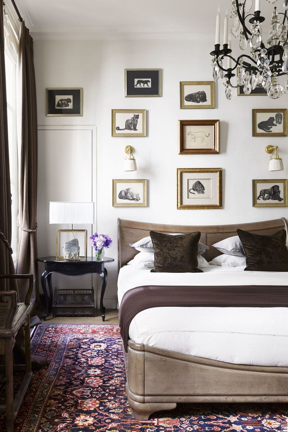 Paris themed Bedroom Decor Awesome In the Bedroom Of A Paris Pied  Terre Animal Drawings