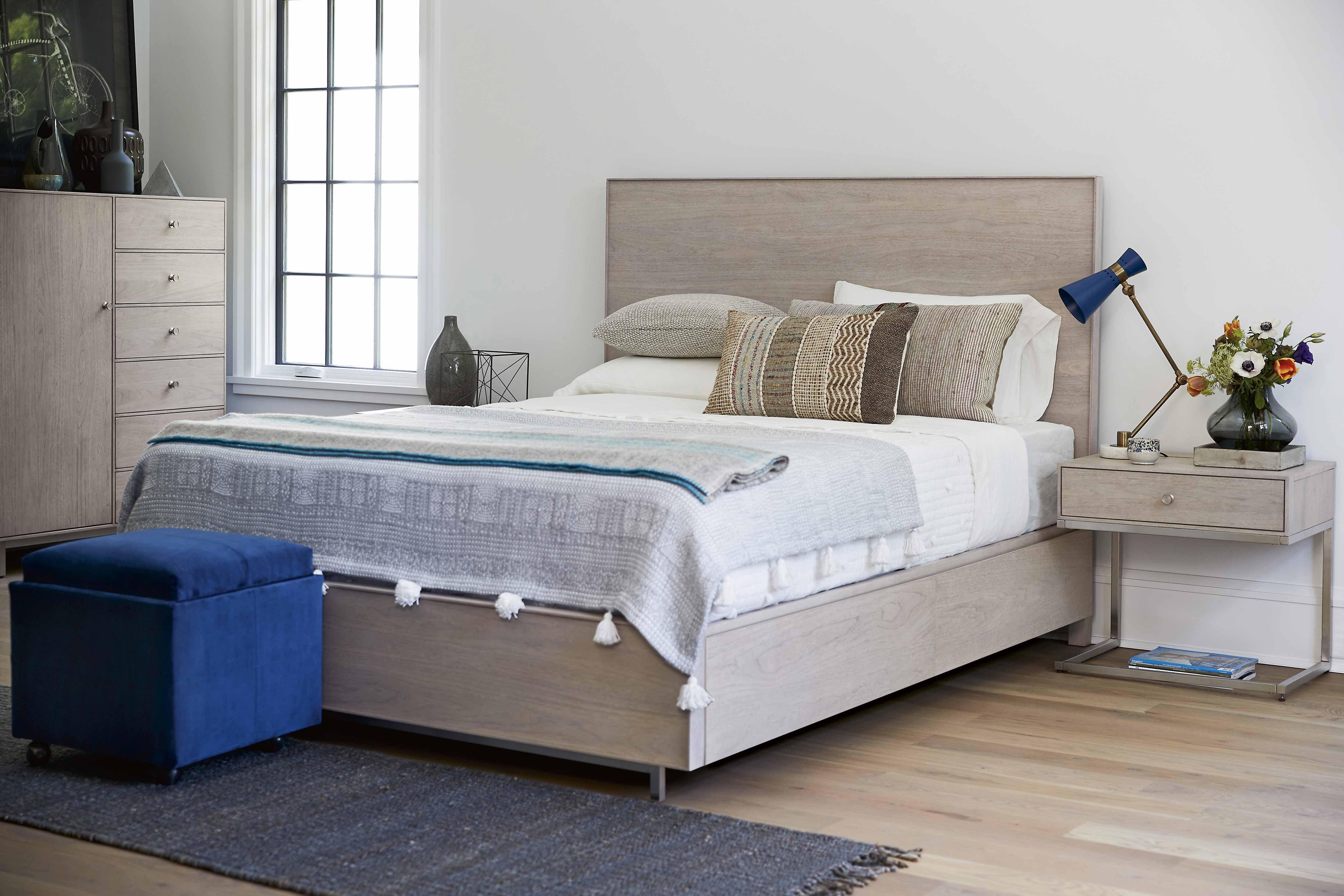 Paula Deen Steel Magnolia Bedroom Set Best Of Universal Furniture Spaces Tanner Panel Bedroom Set In Mist