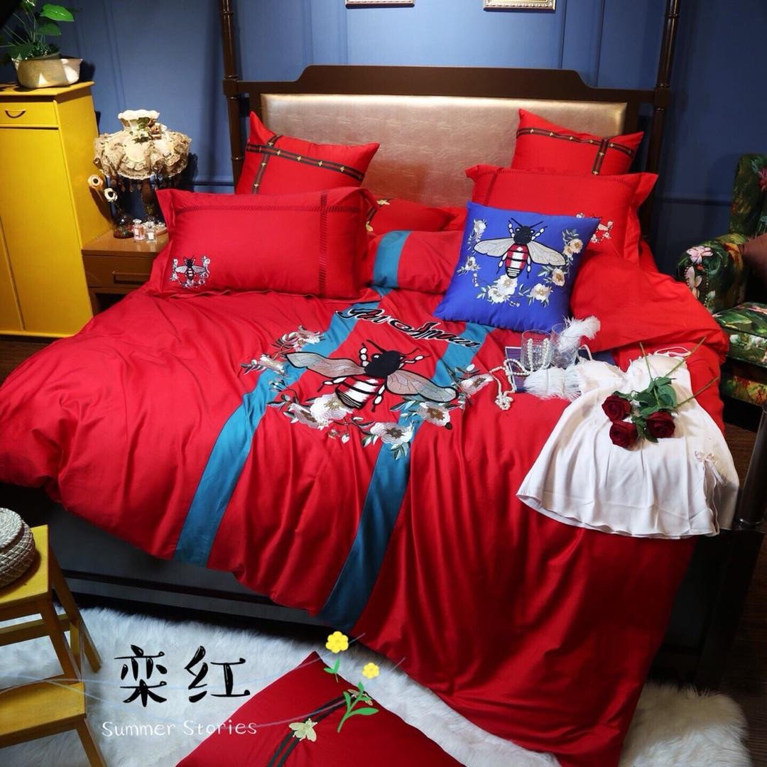 Red and Black Bedroom Set New Fashion Brand Long Staple Cotton Patchwork Embroidery Bee Bed Sets New High End Guc Series Cotton Red Bed Sets Black forter Sets Duvet Covers Full