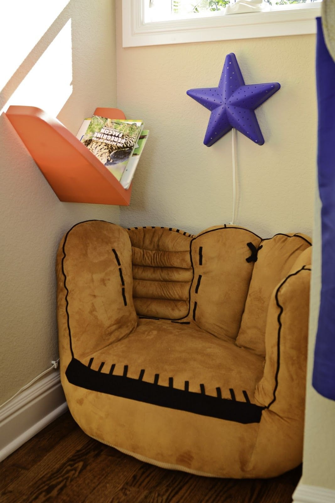 Sports themed Bedroom Decor Inspirational Maybe Bean Bags or Recliners for the Boys Closet Reading