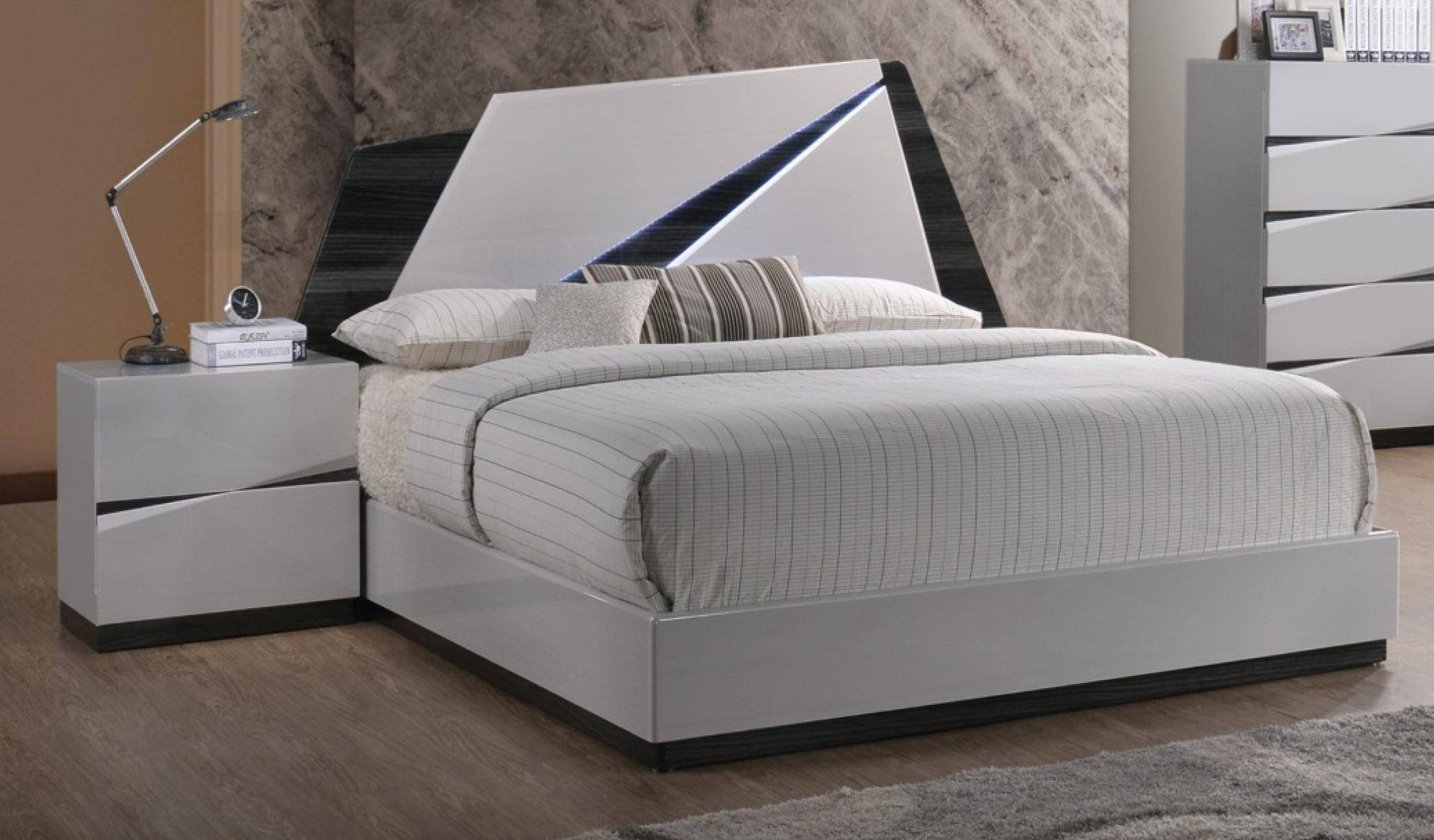 White Lacquer Bedroom Furniture New Global Furniture Scarlett Modern White Gloss Finish Queen